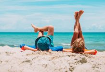 Wypoczynek na plaży, morze, ludzie