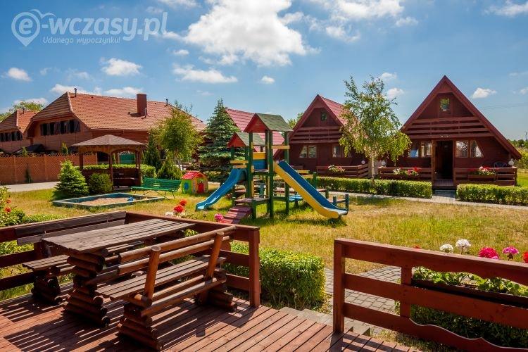 Domki drewniane nad Bałtykiem, plac zabaw, taras