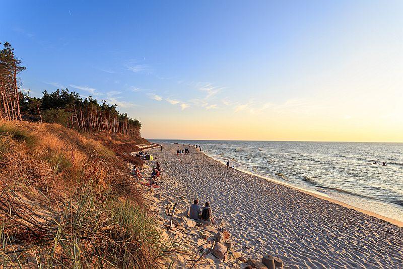 Plaża w Rowach podczas zachodu Słońca