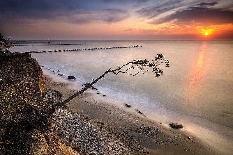 Widok na plażę w Wiciu podczas zachodu słońca