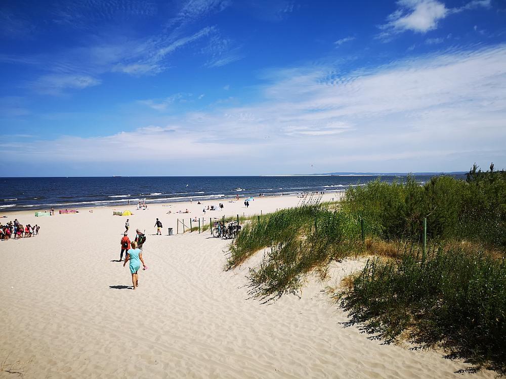 Plaża nad morzem bez tłumów