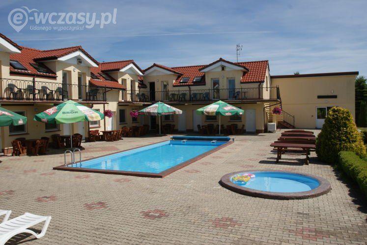Pensjonat z basenem i miejscem wypoczynkowym