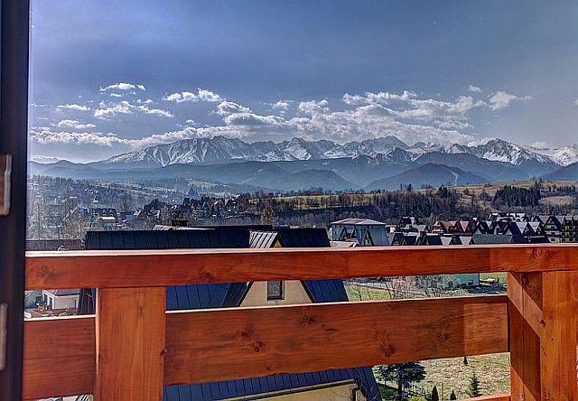 Widok na panoramę Tatr.